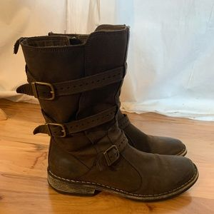 J shoes succor leather three buckle Moto boots. 9